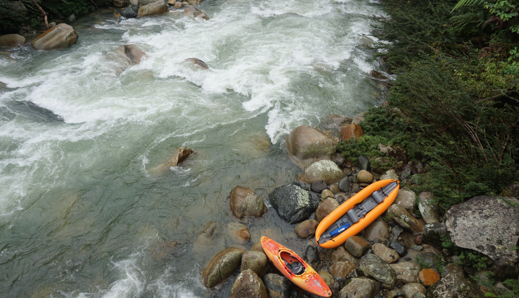 Duckie and kayak in the shore of the river
