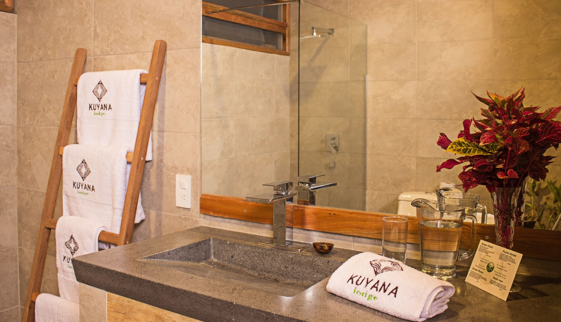 Kuyana Lodge bathrooms